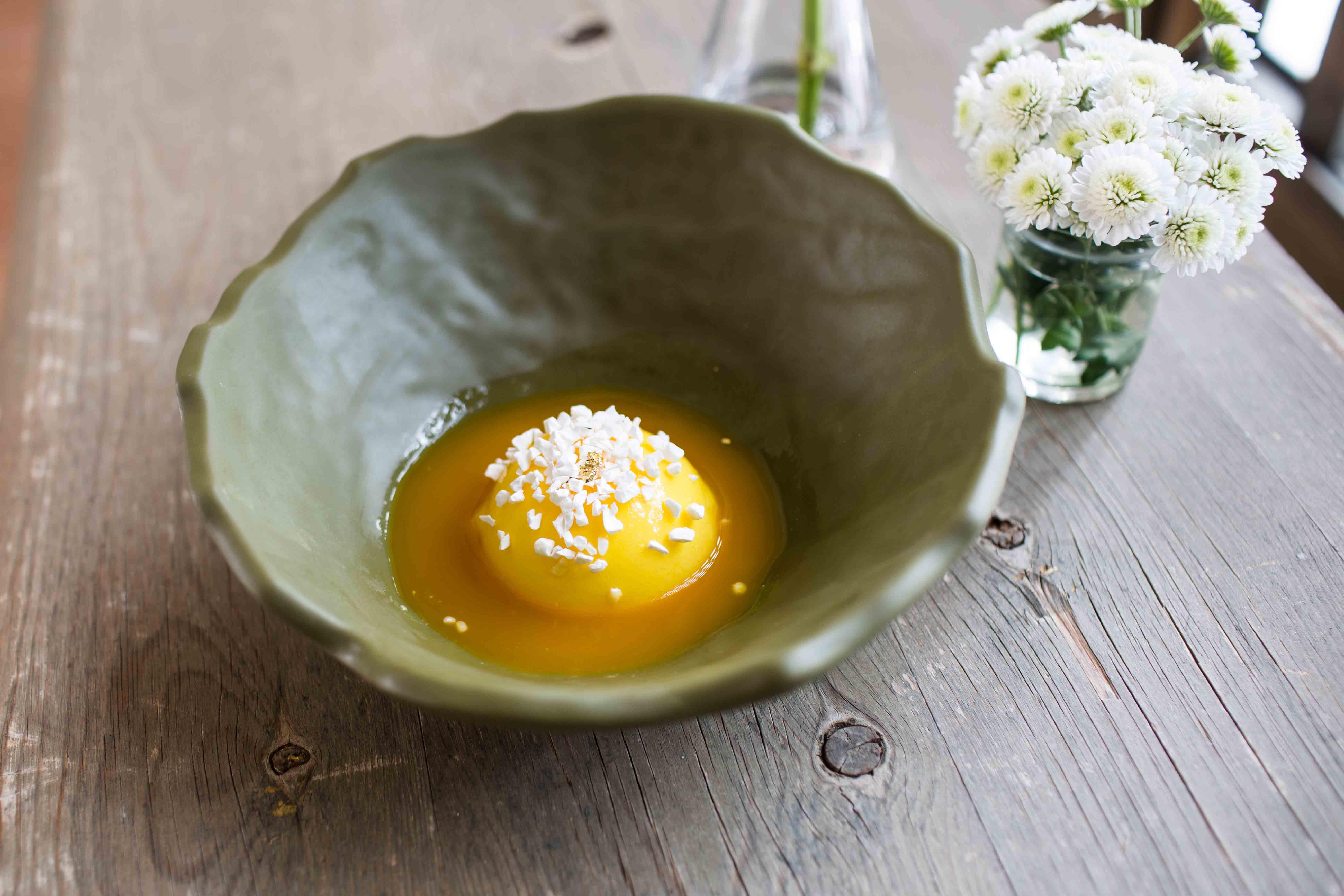 pastel-de-citricos-con-su-coulis-y-crocanti-de-yogur03
