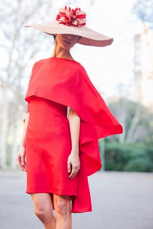 Look de boda con vestido rojo